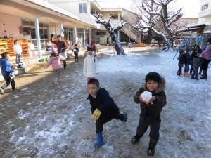 雪遊び (1)